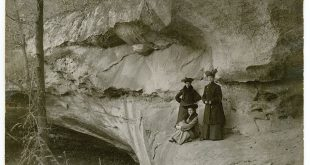 Women enjoying Indian Cave State Park in 1905